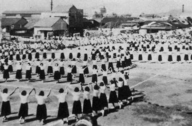 昭和30年秋 校庭での体育祭